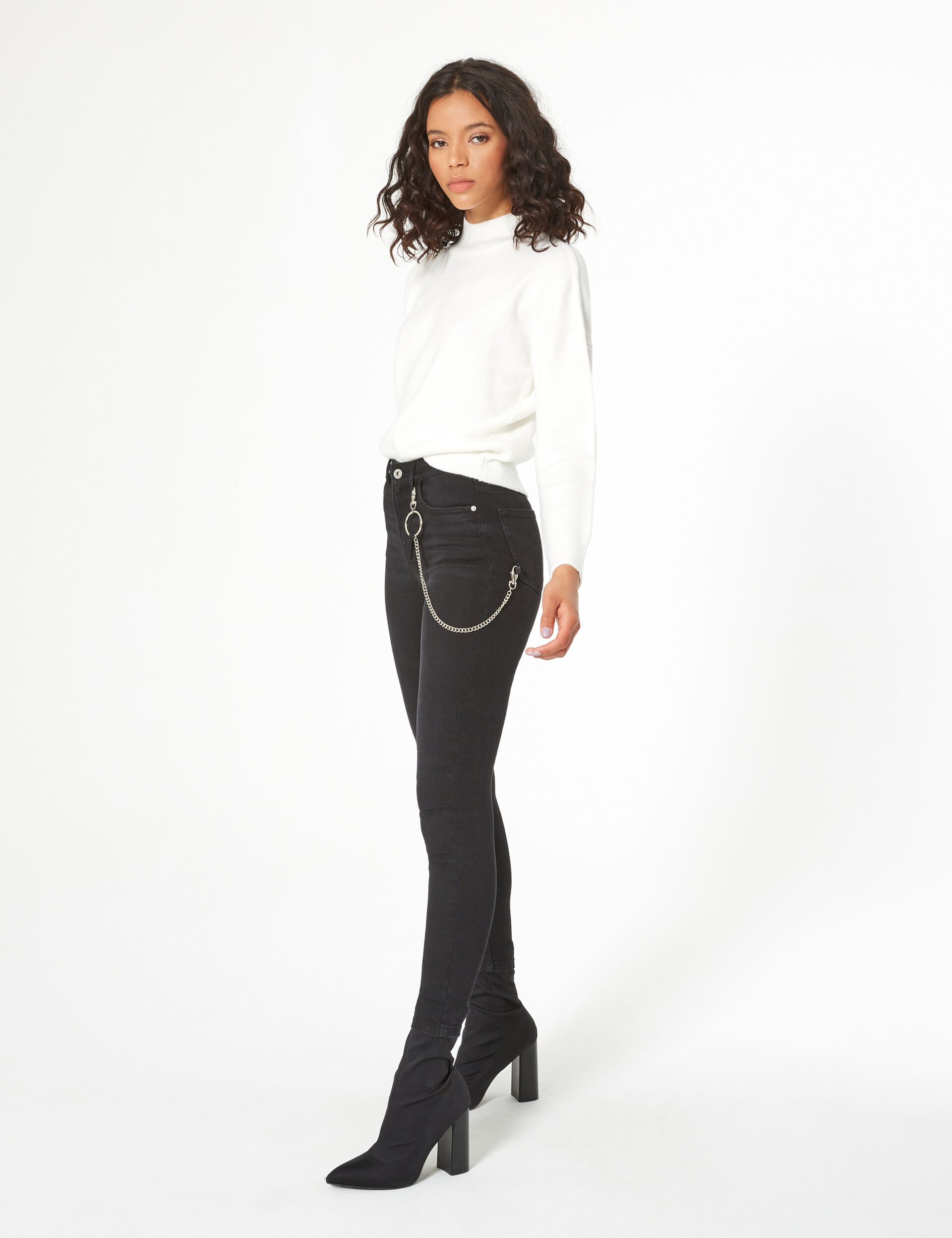 Super skinny jeans with chain