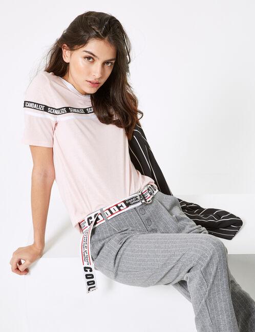 tee-shirt à message rose clair blanc et noir
