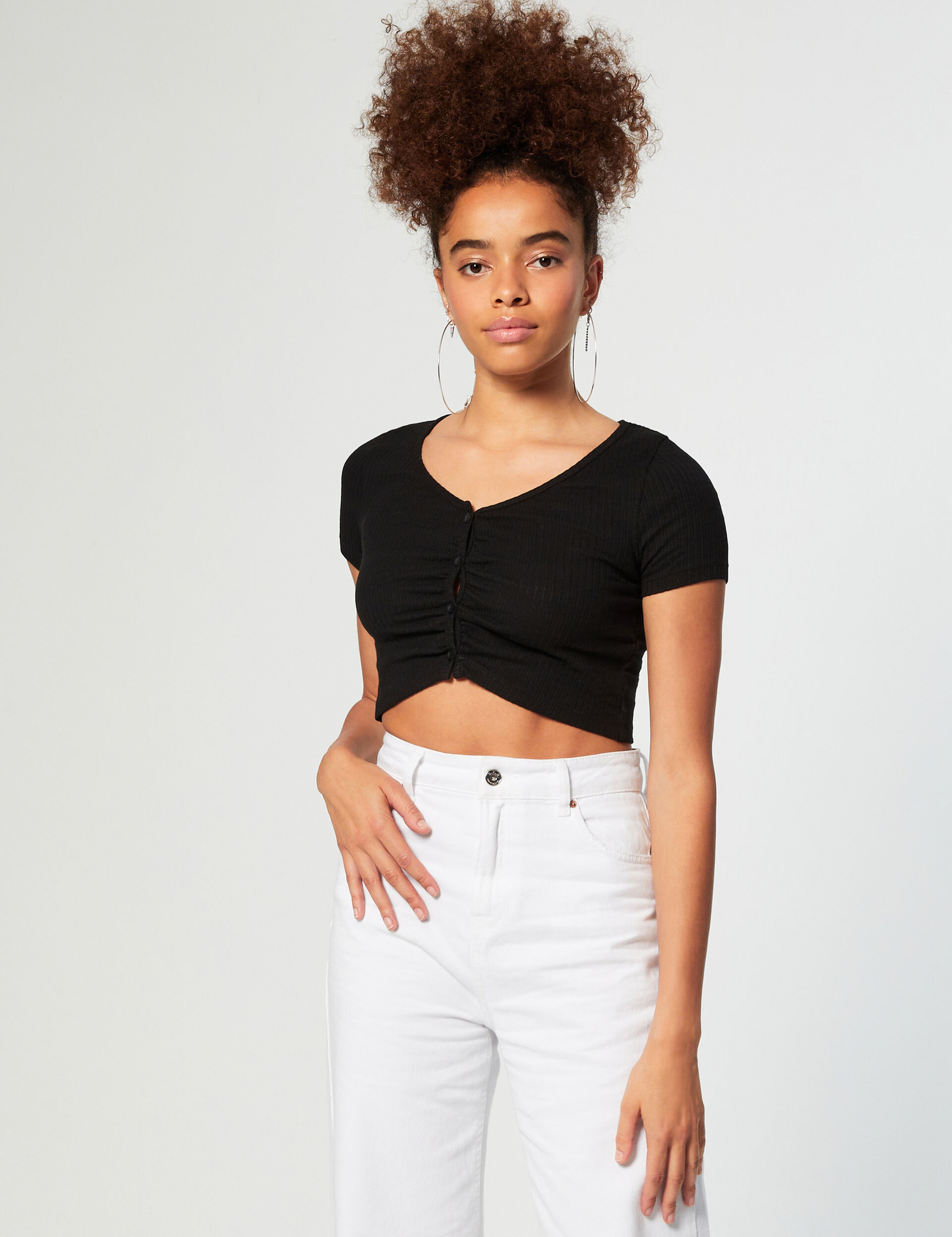 Low-neck frilled top