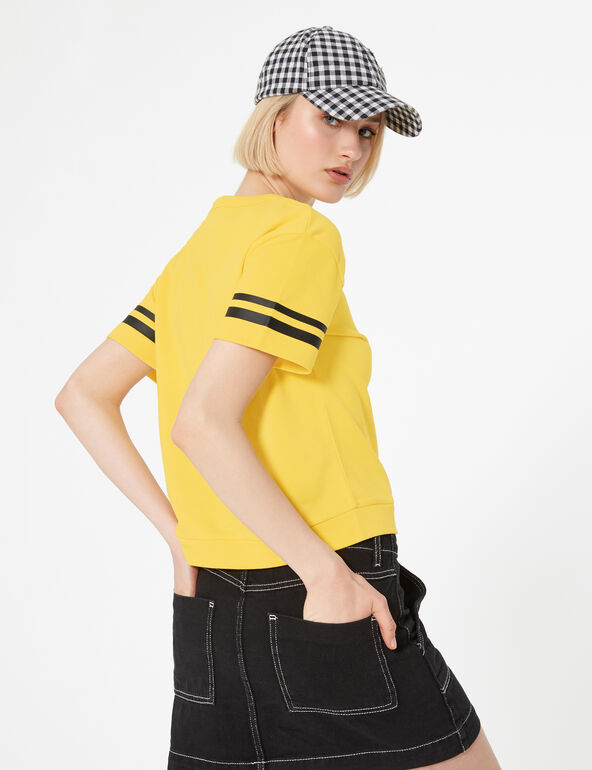 Yellow short-sleeved sweatshirt