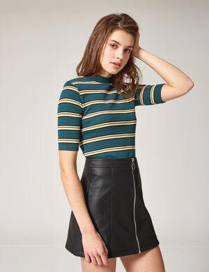 Product Jupe femme, noir, simili cuir, coupe trapèze, fermeture zippée. Photos retouchéesMarque Jennyfer Catégorie jupes + shorts