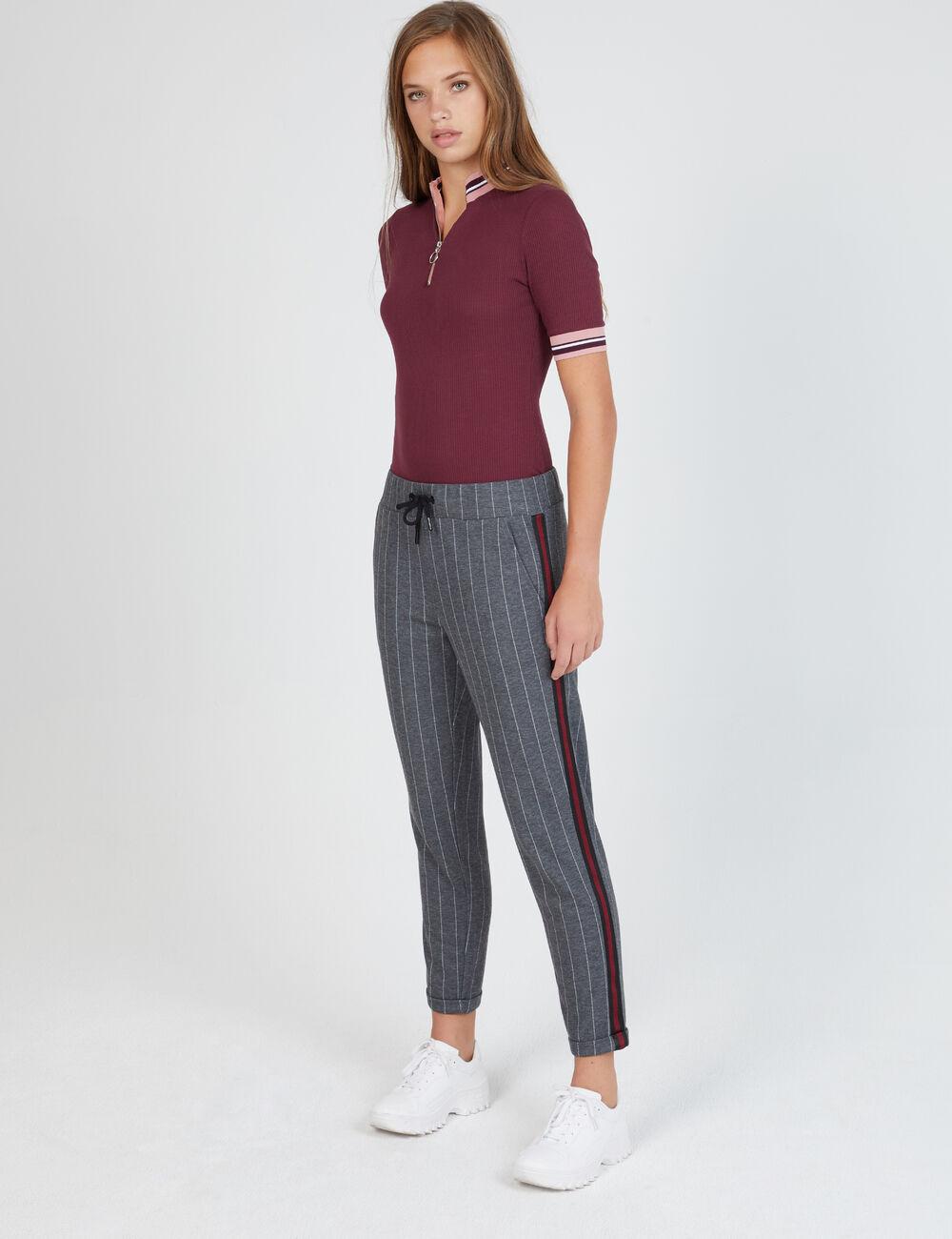 pantalon avec bandes ray es gris femme jennyfer. Black Bedroom Furniture Sets. Home Design Ideas