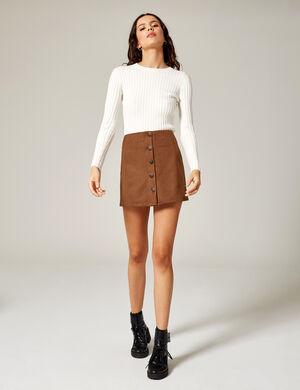 Product Jupe femme, camel, suédine, coupe trapèze, fermeture boutonnée.  Photos retouchéesMarque Jennyfer Catégorie jupes + shorts