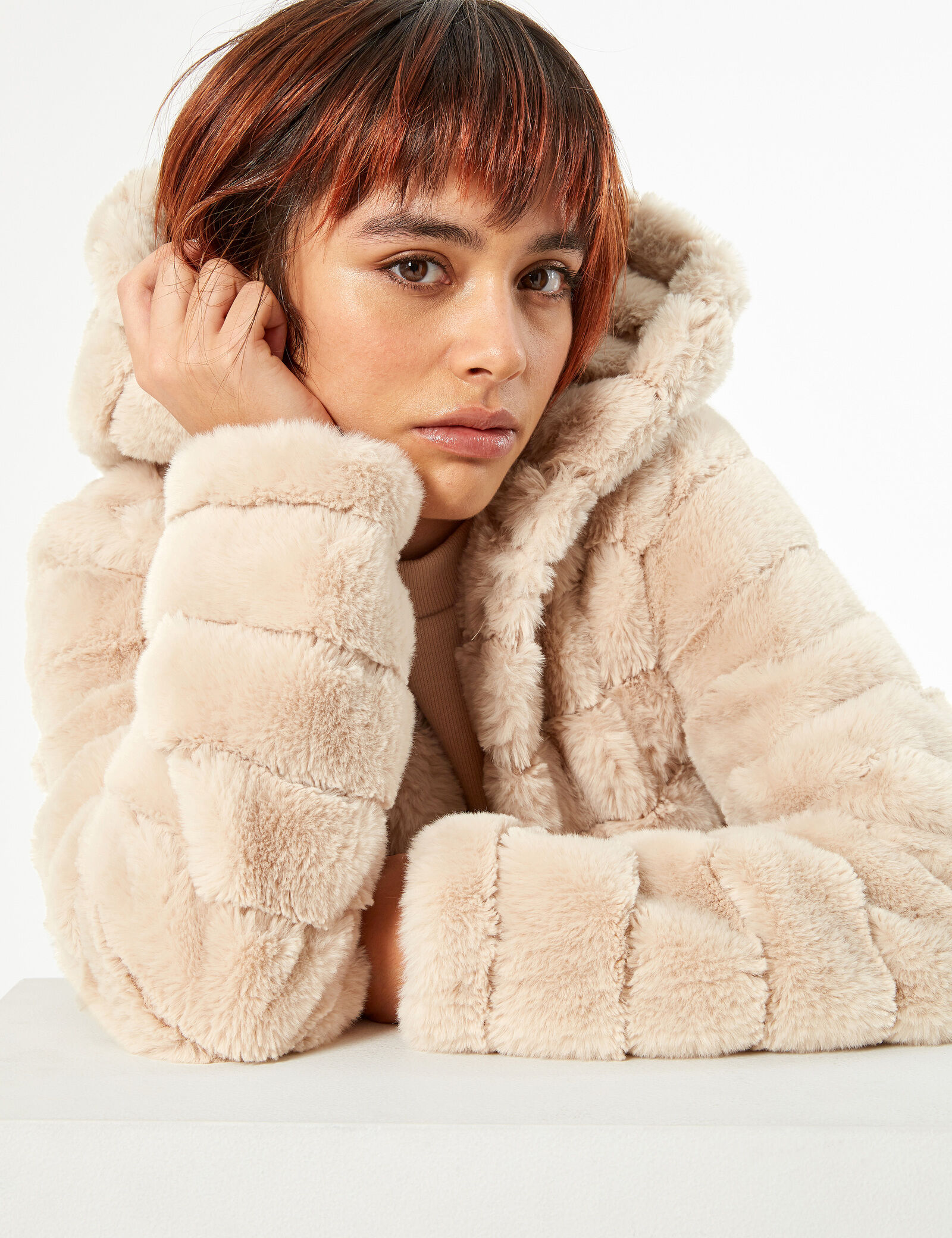 manteau fausse fourrure camel • Jennyfer