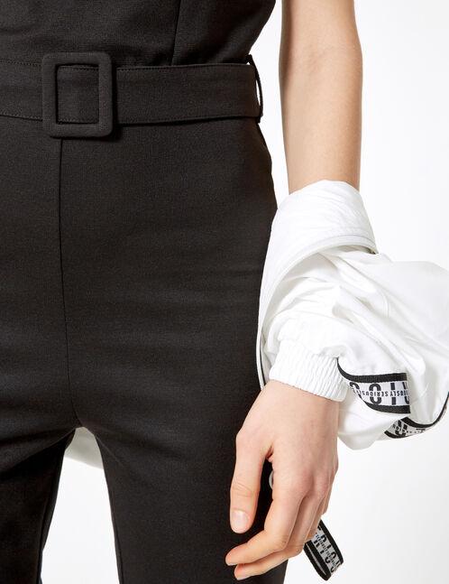 combinaison avec ceinture noire