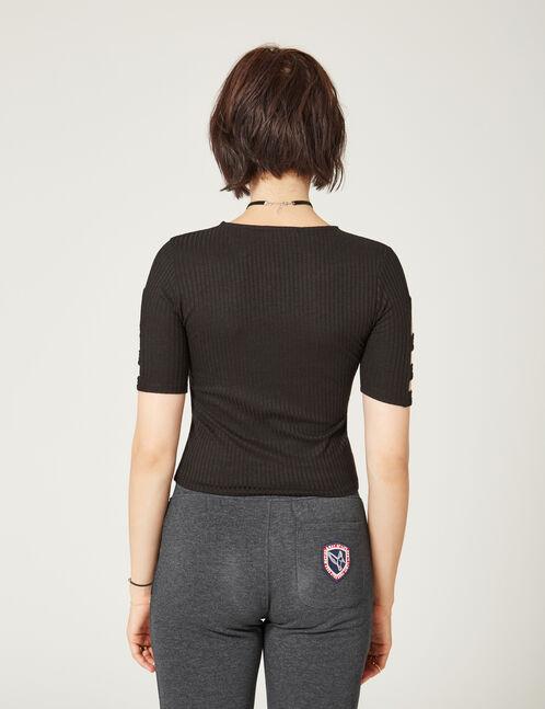 Black open-sleeve T-shirt