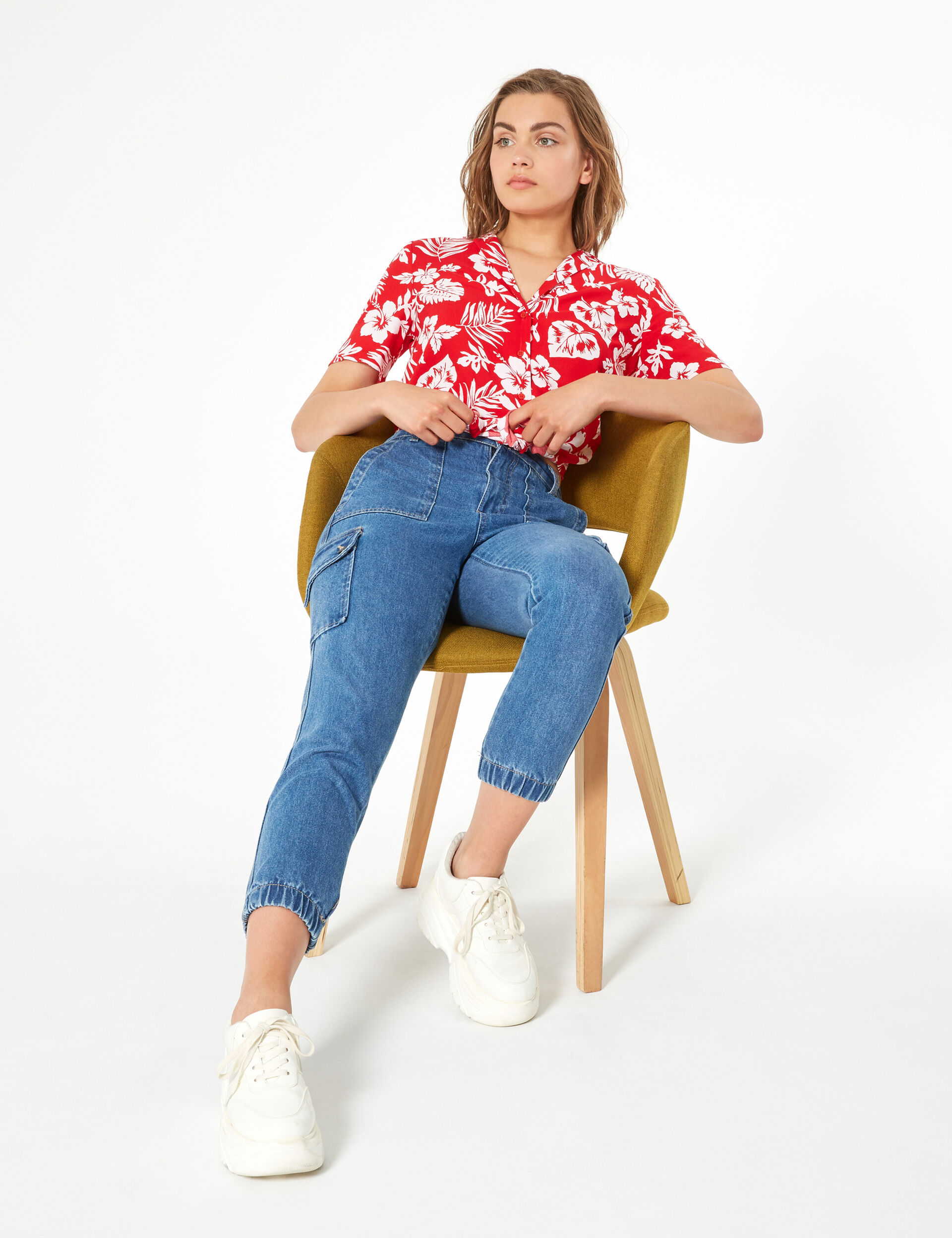 Floral shirt with tie string