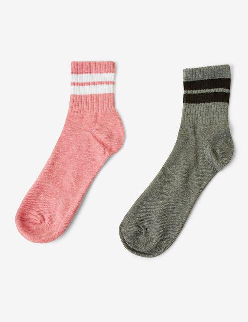 chaussettes à bandes roses et grises.