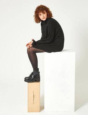 Product Robe pull femme, noir, finitions bords côtes, col roulé, manches longues.  Photos retouchéesMarque Jennyfer Catégorie pulls + gilets