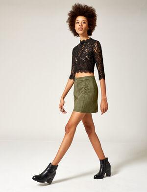 Product Jupe femme, kaki, suédine, forme trapèze, fermeture zippée sur le devant, coupe courte.  Photos retouchéesMarque Jennyfer Catégorie jupes + shorts