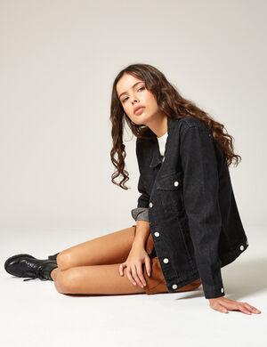 Product Veste en jean femme, noir, 4 poches, fermeture boutonnée, manches longues. Photos retouchéesMarque Jennyfer Catégorie jeans