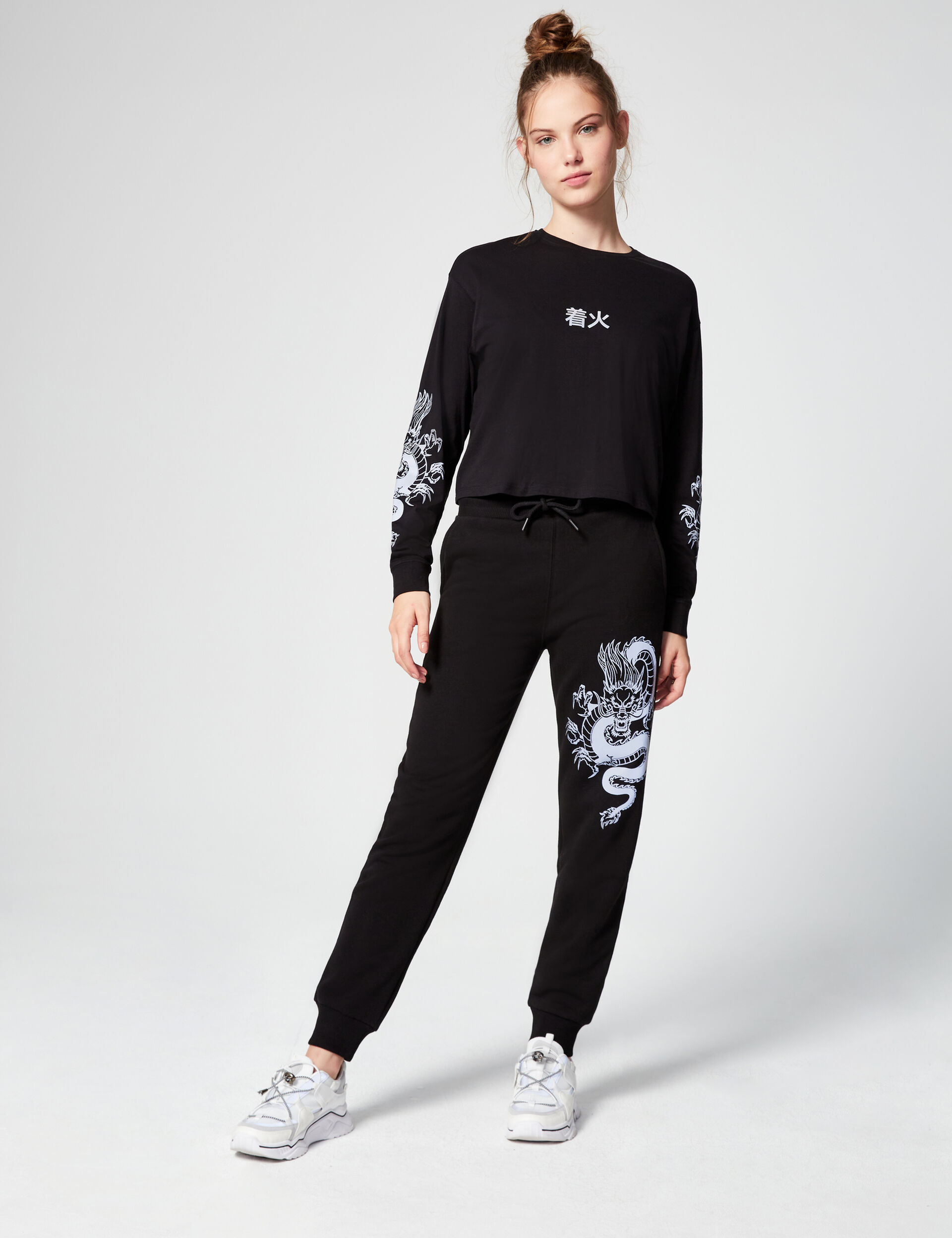 Joggers with reflective motif