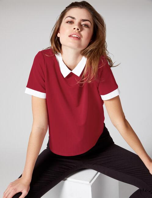 Burgundy T-shirt with white collar detail
