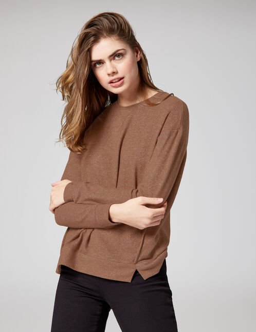 Brown long-sleeved T-shirt