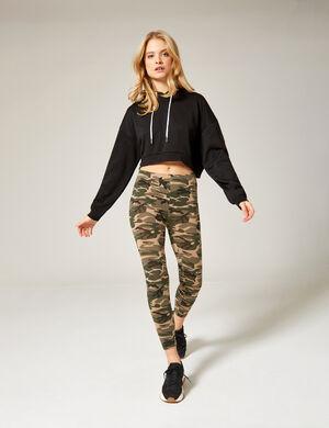 Product Legging femme, kaki, motif camouflage, taille élastiquée.  Photos retouchéesMarque Jennyfer Catégorie joggness