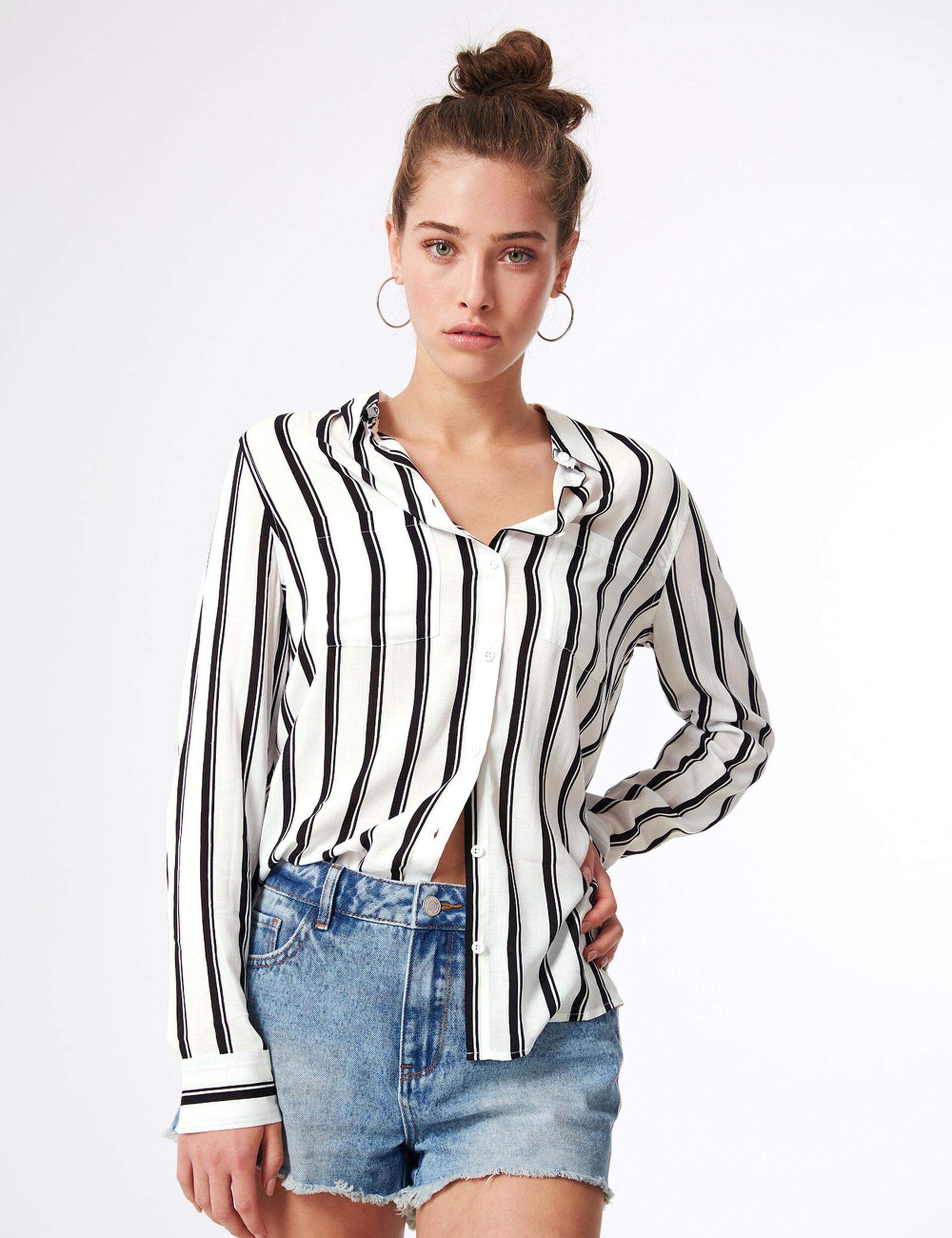 Chemise rayée blanche et noire