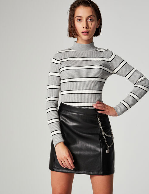 Short skirt with chain detail