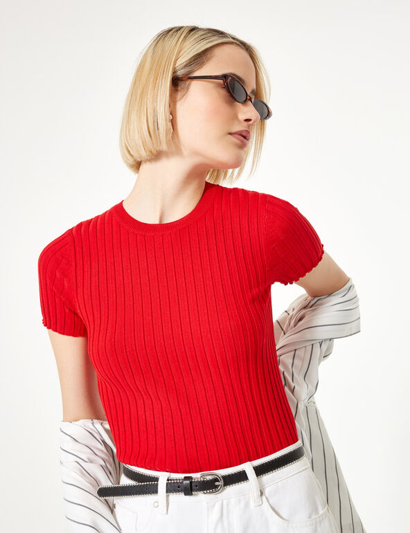 Red short-sleeved jumper