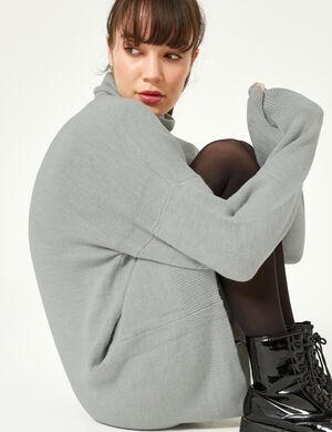 Product Robe pull femme, gris chiné, finitions bords côtes, col roulé, manches longues. Photos retouchéesMarque Jennyfer Catégorie pulls + gilets