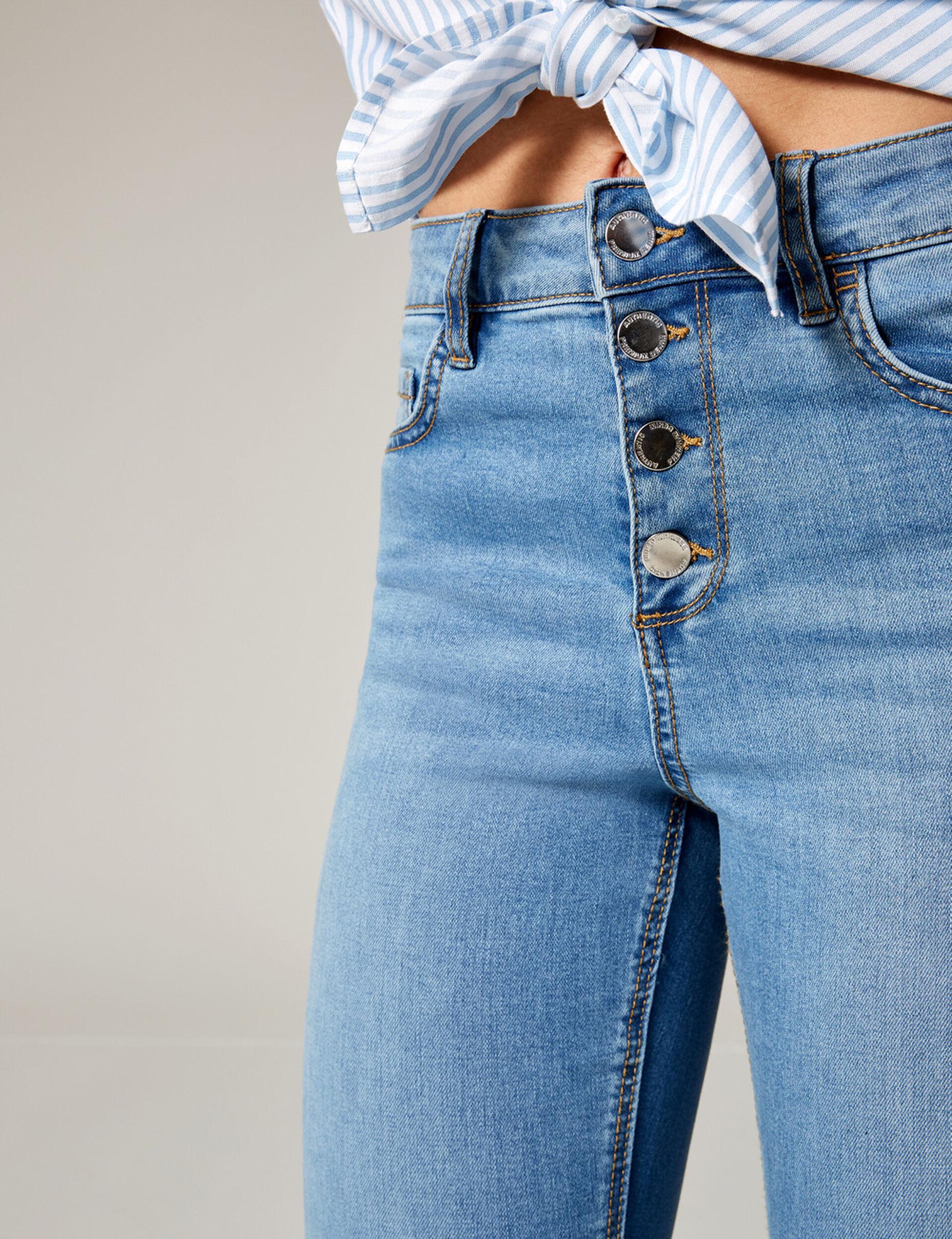 Jean taille haute boutonné bleu clair