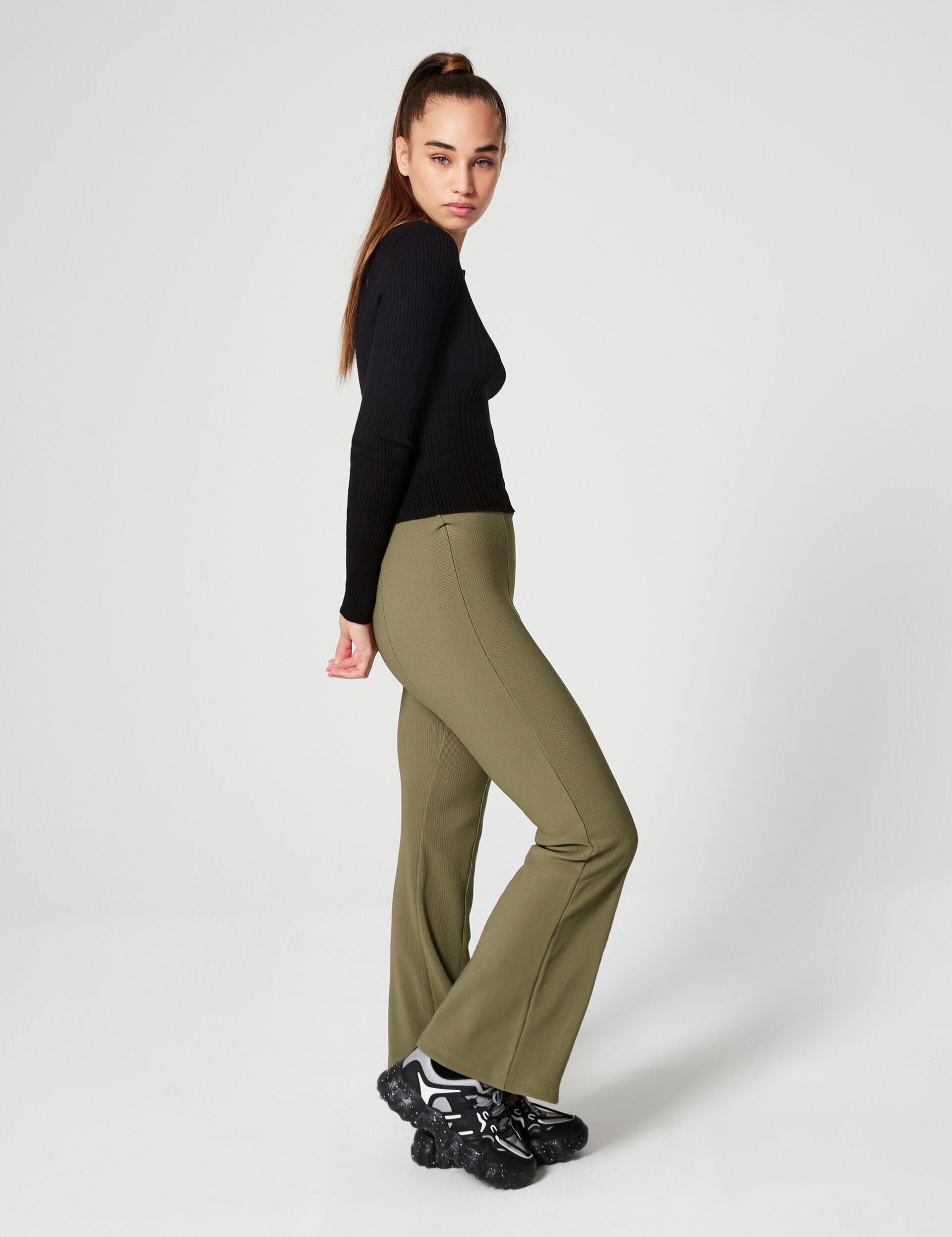 Pantalon côtelé évasé