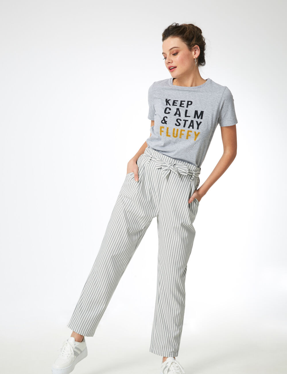 pantalon ray avec ceinture gris chin et blanc femme jennyfer. Black Bedroom Furniture Sets. Home Design Ideas