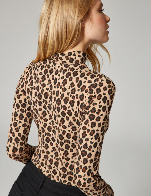 Beige and brown leopard print T-shirt
