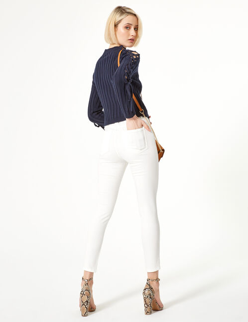 White high-waisted jeggings
