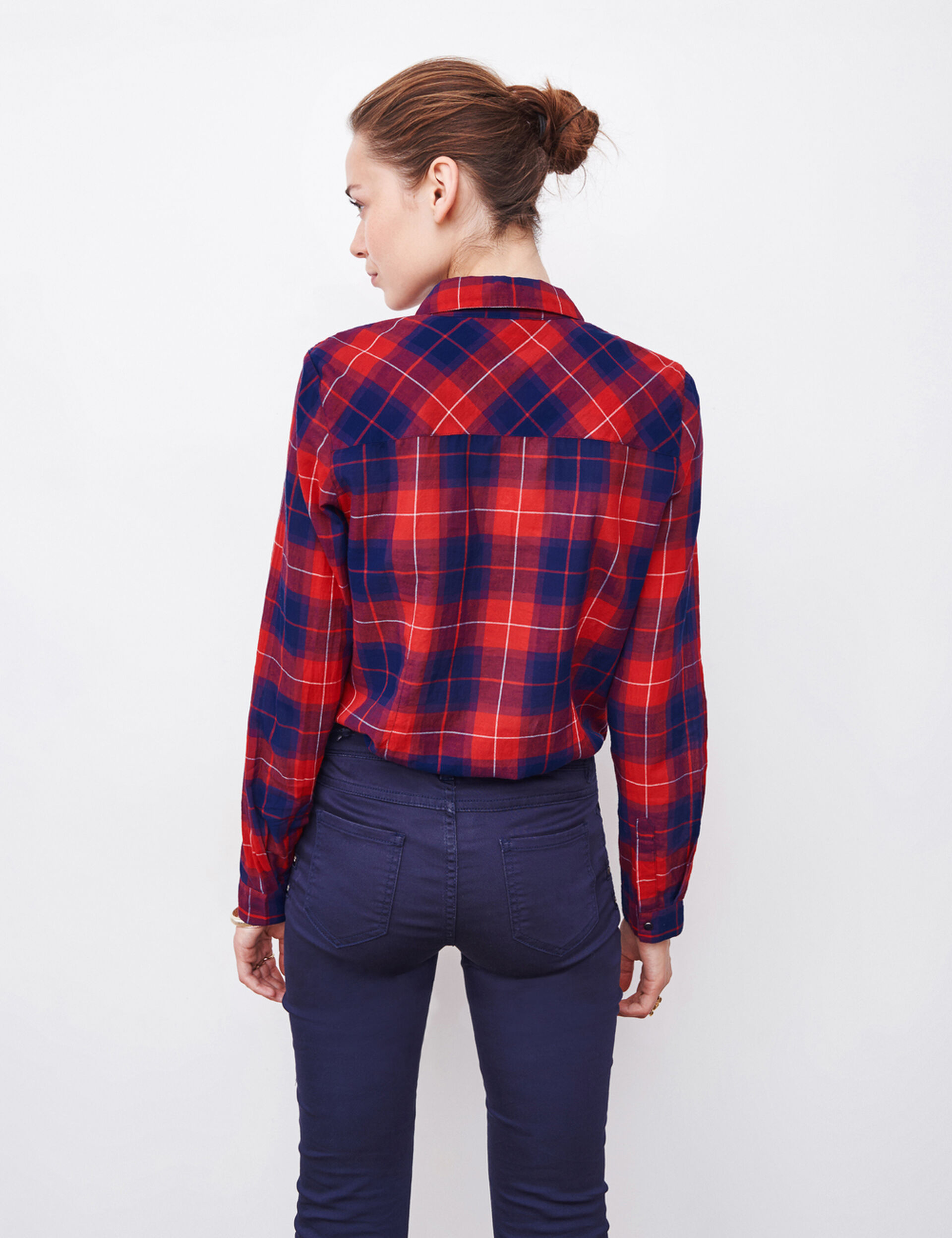 Chemise à carreaux rouge et bleu