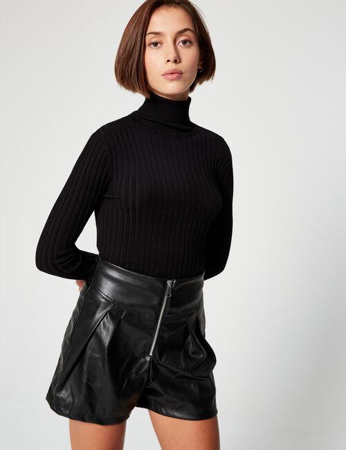 High-waisted imitation- leather shorts