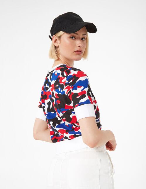 tee-shirt camouflage blanc, noir, bleu et rouge