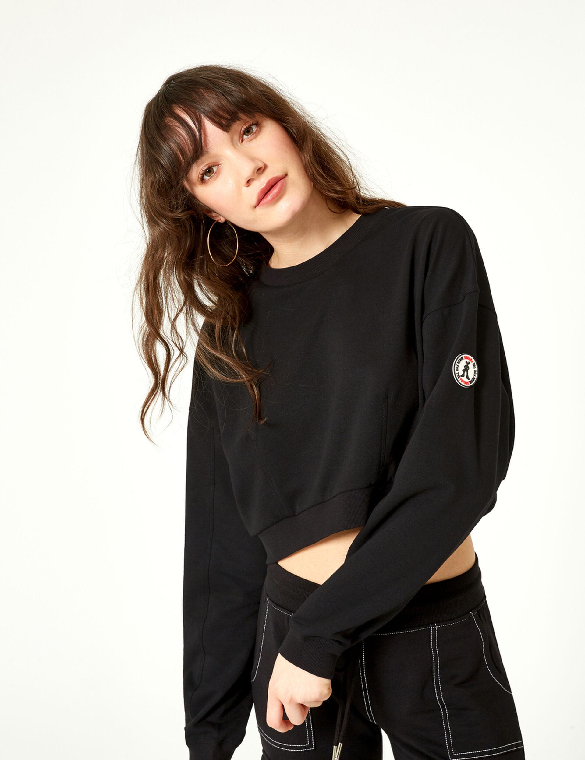 Cropped black sweatshirt
