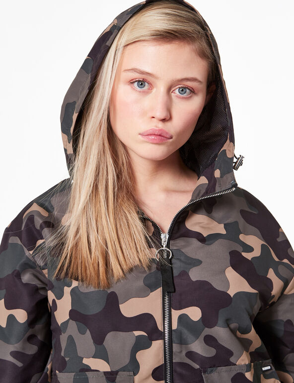 Waterproof camouflage jacket