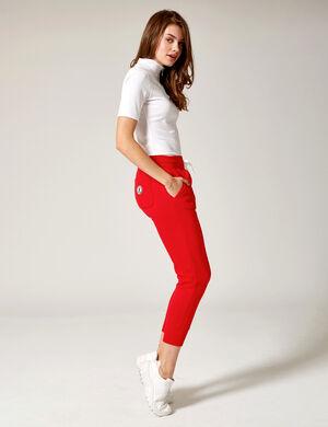 Product Pantalon de jogging femme, rouge, 2 poches devant, 1 poche dos avec patch, finitions bords côtes, taille élastiquée avec lien de resserrage. Photos retouchéesMarque Jennyfer Catégorie joggness