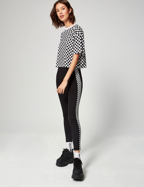 Leggings with patterned stripes
