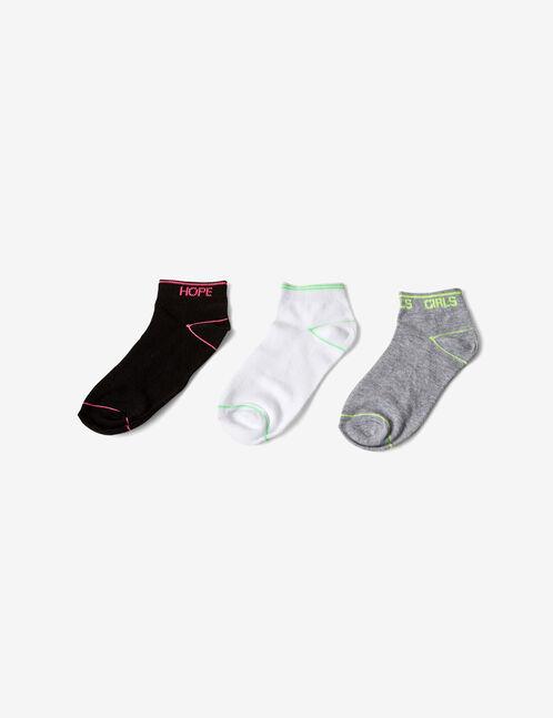 chaussettes à messages noires, grises et blanches