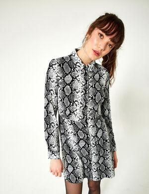Product Robe chemise femme, noir et blanc, motif python, évasé dans le bas, 2 poches, patte de boutonnage, manches longues 3/4, ceinture à nouer. Photos retouchéesMarque Jennyfer Catégorie robes
